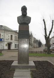 Ярославль. Памятник Л. Трефолеву