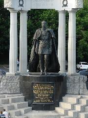 Памятник из цветного гранита Кемь ангел гравировать на надгробие